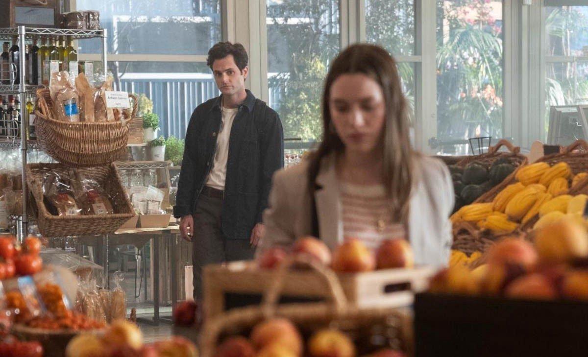 """""""You"""": La showrunner Sera Gamble dice que la tercera temporada será """"jodidamente loca"""""""
