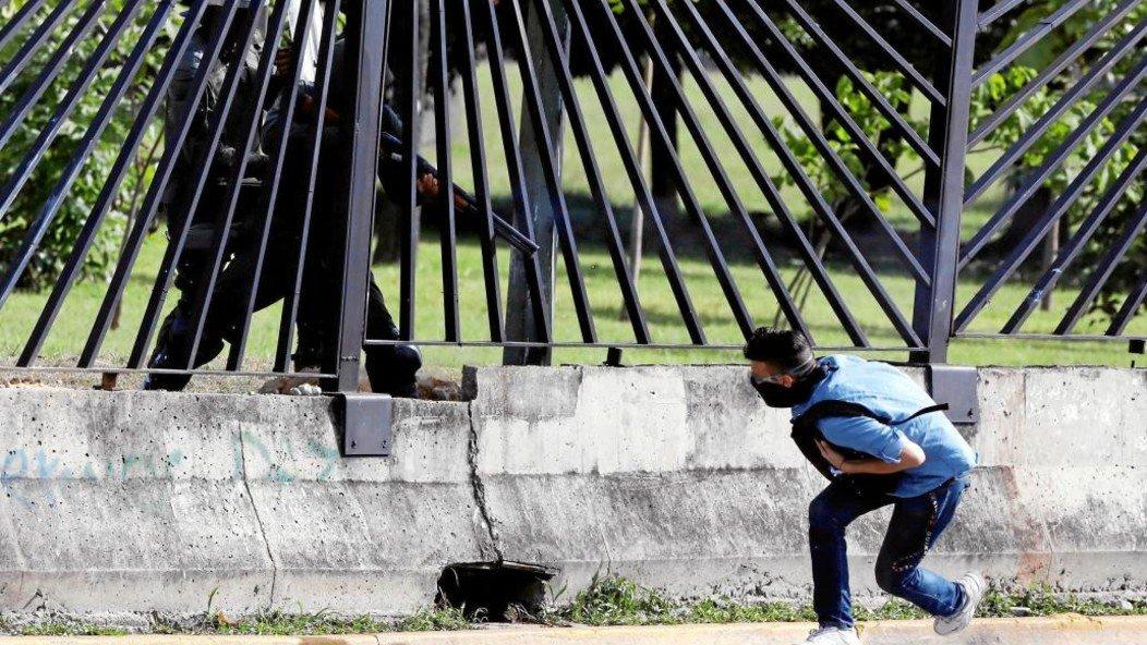"""Todos vimos los dos tiros"": Las redes estallan en Venezuela luego que un tribunal absolvió a militar acusado de asesinar a quemarropa a un manifestante"
